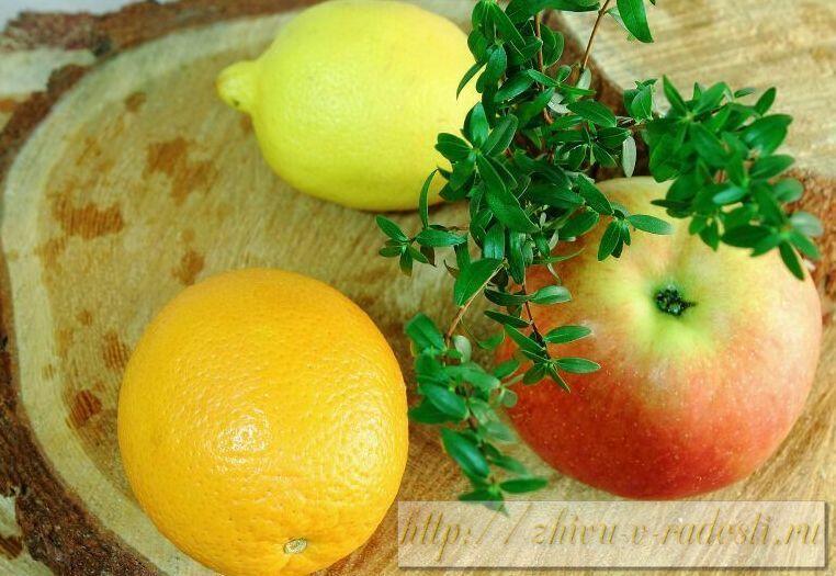 фрукты, яблоко, апельсин, лимон на деревянной поверхности